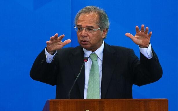 """Guedes diz que economia está """"reacelerando"""""""